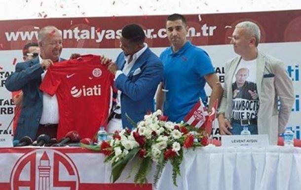 Климкин уволил консула Украины в Турции за футболку с Путиным
