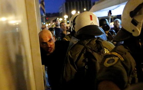 Полиция в Афинах применила против демонстрантов слезоточивый газ
