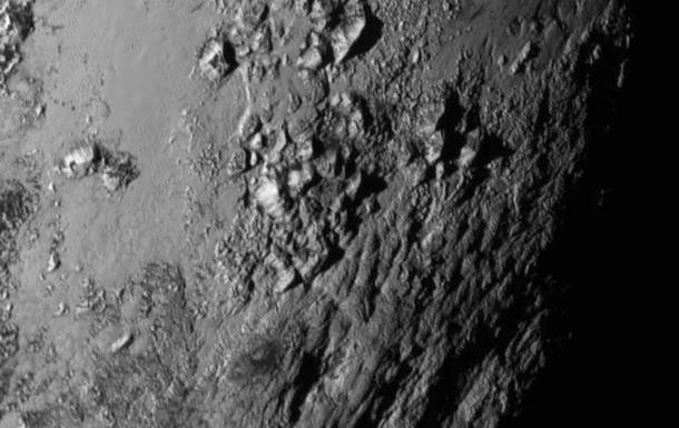 New Horizons нашел на Плутоне ледяные горы