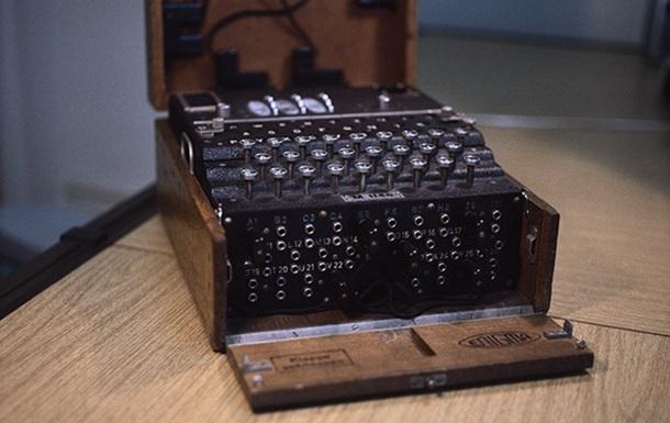 На аукционе продали знаменитую шифровальную машинку Enigma
