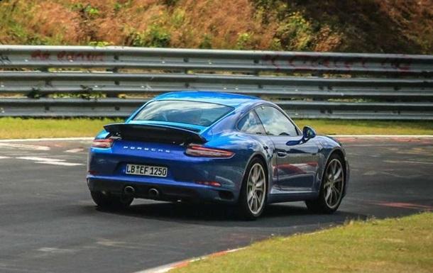 Обновленный Porsche 911 рассекречен на шпионских фото