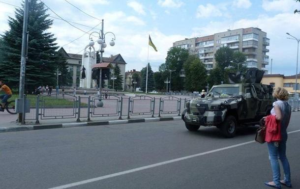 В направлении Мукачево проехала колонна военной техники