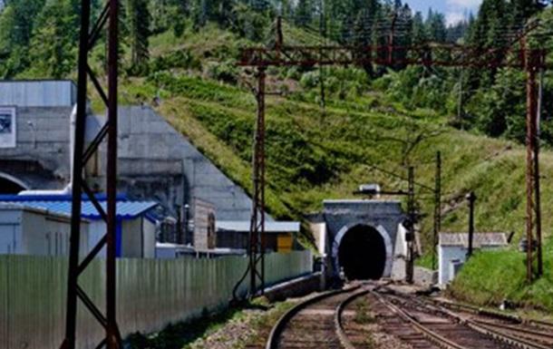 Под Мукачево напали на ж/д тоннель и расстреляли охранника