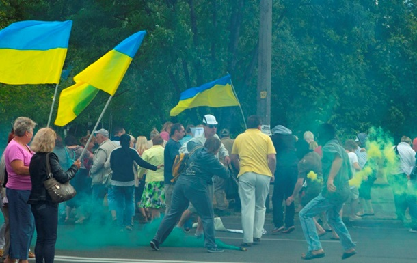 В Днепропетровске неизвестные напали на митинг против Порошенко