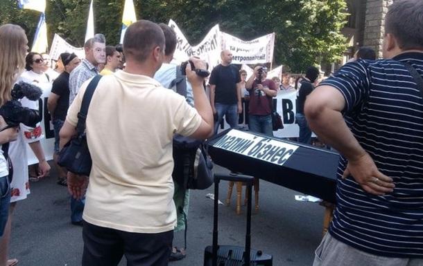 У центрі Києва мітингують проти заборони на торгівлю в переходах