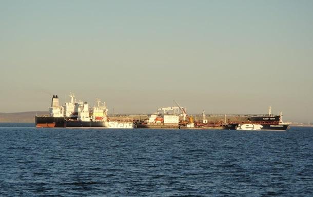 Російські прикордонники затримали український танкер біля берегів Криму