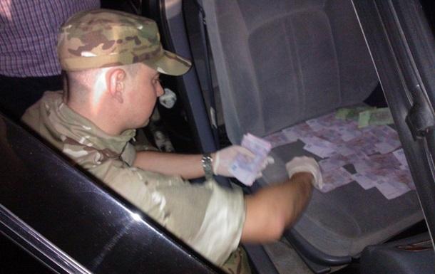 На Житомирщині офіцера військкомату спіймали на хабарі