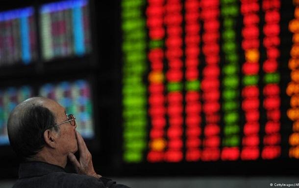 В Китае рекордно рухнул фондовый рынок