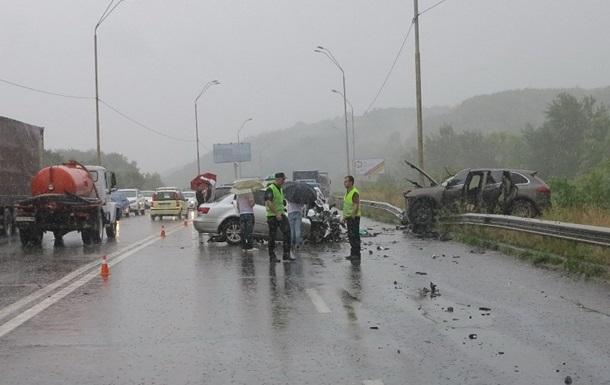 В Киеве Porsche Cayenne выехал на встречную: погибли два человека