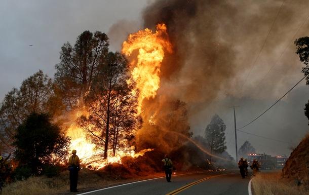 В Калифорнии из-за пожаров объявлено чрезвычайное положение