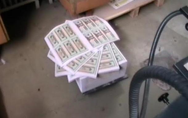 В Венгрии печатали фальшивые доллары и гривны под заказ из Украины