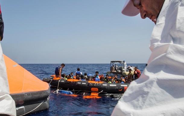 У побережья Ливии перевернулось судно с беженцами
