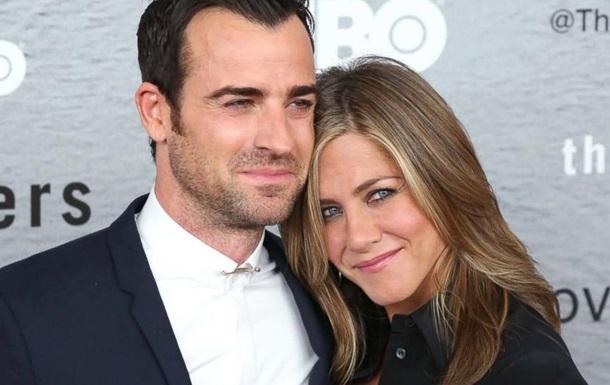 ЗМІ: Дженніфер Еністон вийшла заміж за Джастіна Теру