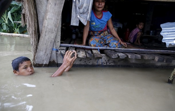 От наводнения в Пакистане пострадали более миллиона человек, 166 погибли