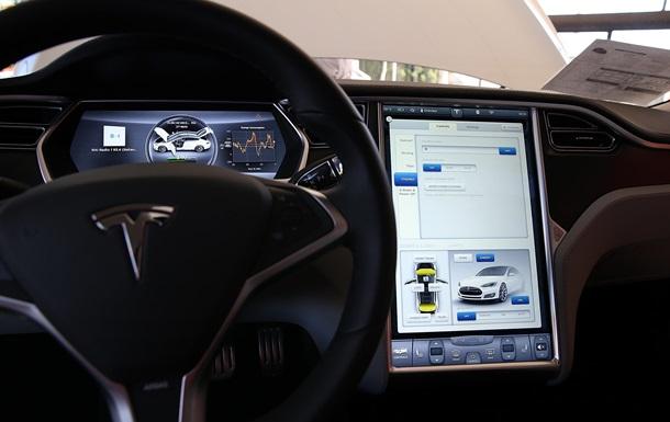Хакерам удалось взломать электромобиль Tesla Model S на ходу