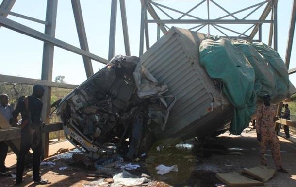 В столкновении двух грузовиков в Судане погибли 19 человек