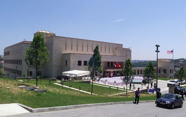 В Стамбуле обстреляли консульство США