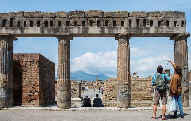 Подросток попытался похитить кусок руин Помпеи ради нового iPhone