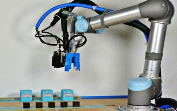 Британские ученые показали саморазвивающихся роботов