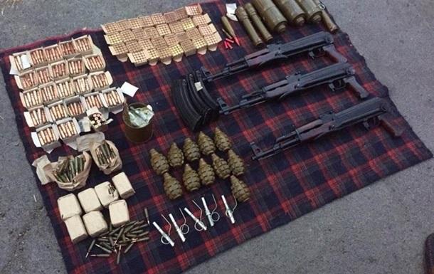 В центре Киеве обнаружили подпольный арсенал оружия и боеприпасов