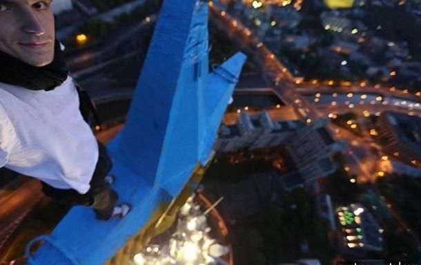 Через рік руфер Мустанг показав відео з московської висотки