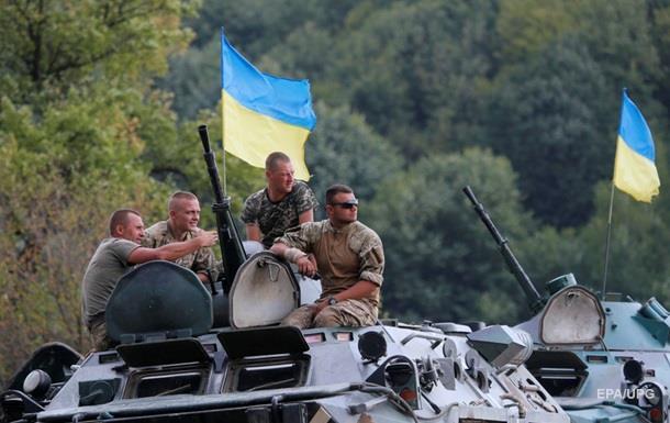 В Киеве показали оружие военных из зоны АТО