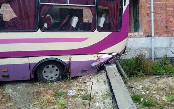 На Львовщине автобус съехал в кювет: пятеро пострадавших