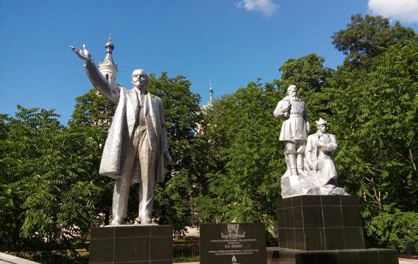 На Черниговщине отреставрировали и установили памятник Ленину