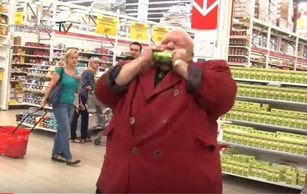 В Санкт-Петербурге казаки ищут импортные товары: порвали зубами банку пива