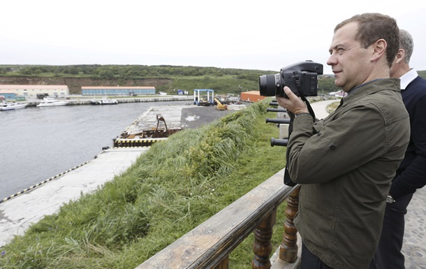 Скандал из-за Курил. Медведев посетил острова, несмотря на протест Японии