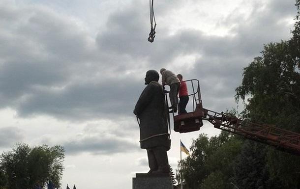 На Харьковщине демонтировали памятник Ленину