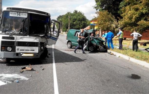 ДТП с маршруткой в Умани: один погиб, семеро ранены