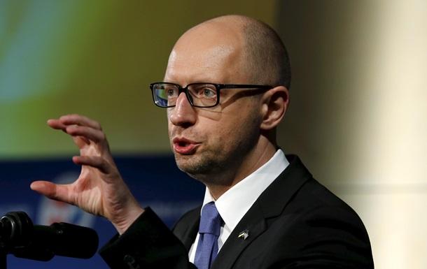 Яценюк: Київ поверне до Криму знищений Росією закон