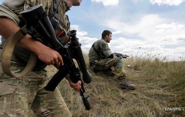 Украинские военные сообщают об обстрелах в Донбассе