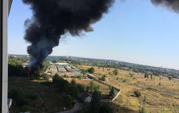 Под Киевом горят лакокрасочные склады