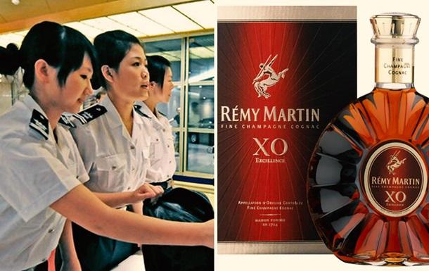Китаянка выпила бутылку элитного коньяка после запрета взять ее на самолет