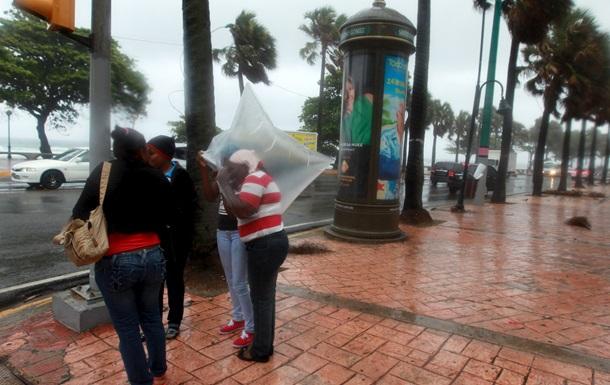 Шторм почти полностью разрушил государство на Карибах