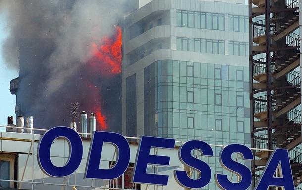В элитном районе Одессы горит многоэтажка