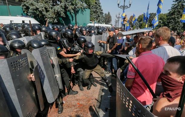 Аваков: Під Радою затримано 30 чоловік, у одного знайшли гранати