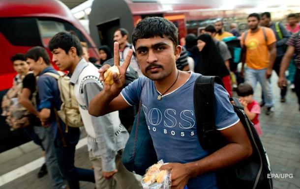 Сотни мигрантов прибыли поездами из Будапешта в Вену