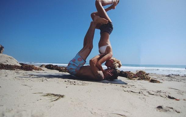Влюбленная пара покоряет интернет снимками со своих путешествий