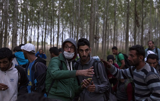 В Венгрии полицейские применили слезоточивый газ против беженцев