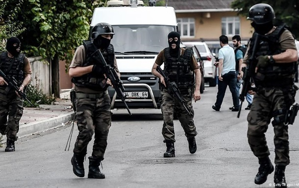 В Турции в результате теракта погибли двое полицейских
