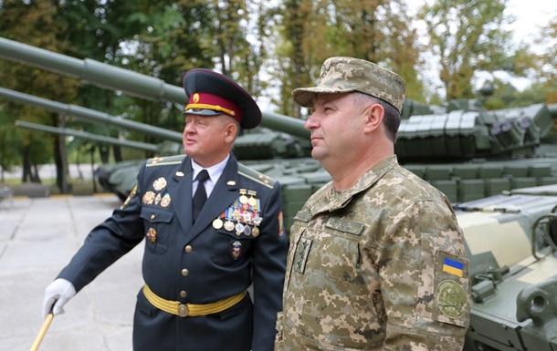 Полторак пообещал армии 400 единиц бронетехники