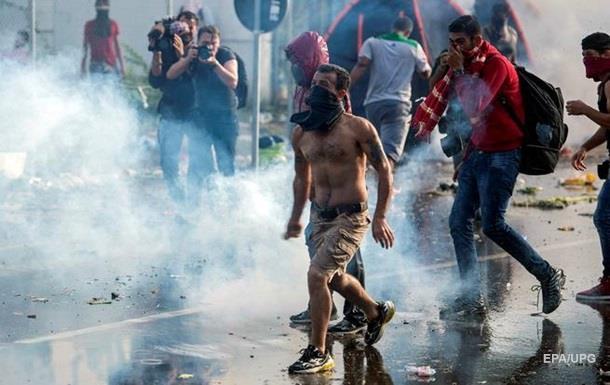 На границе Венгрии мигранты атаковали полицию