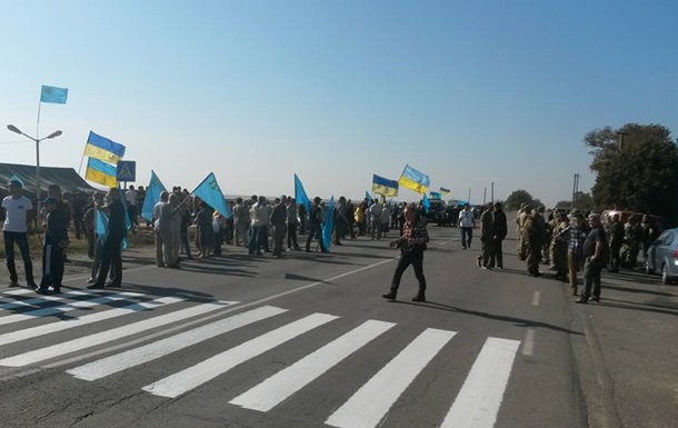 Движение грузовиков в Крым продолжается, несмотря на блокаду - СМИ