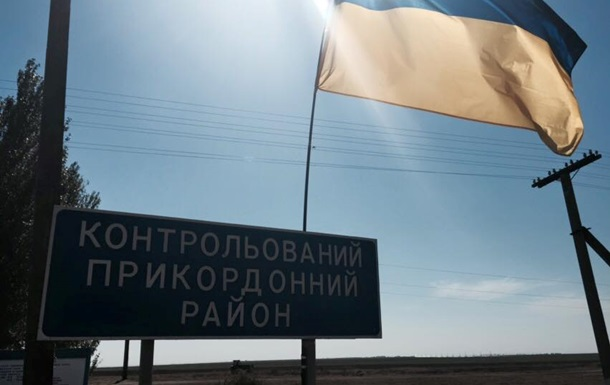 Ночью на границе с Крымом проезд грузовиков остается заблокированным