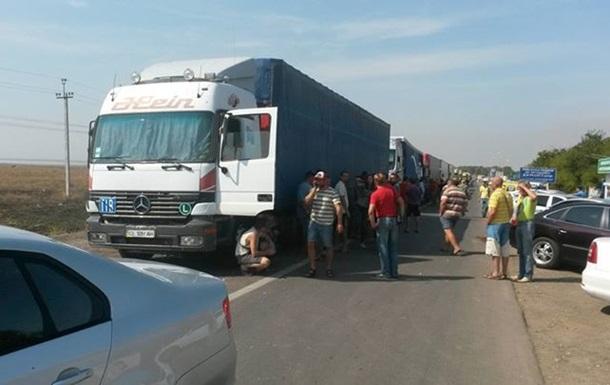 Блокада Крыма: на границе скопилось около 200 грузовиков