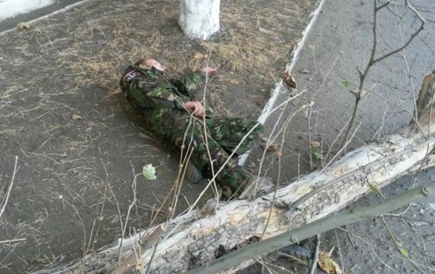 На бойца Правого сектора упало дерево, которое он охранял