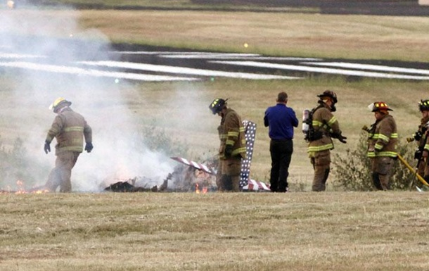 В США легкомоторный самолет разбился около школы